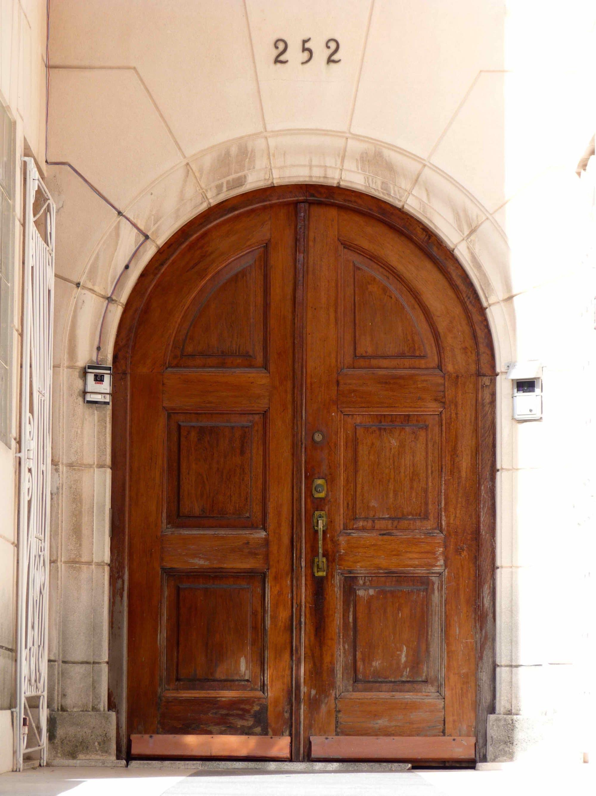 Puerta del edificio